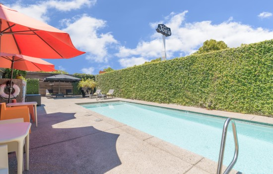 Welcome To The Greens Hotel - Beautiful Outdoor Heated Pool
