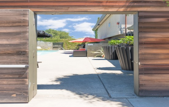Welcome To The Greens Hotel - Entry to Pool Area