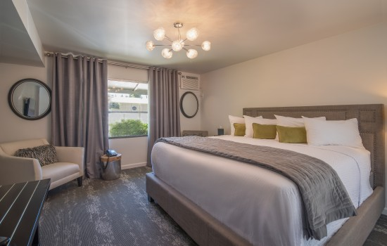 The Greens Hotel on Del Paso Blvd: King Room